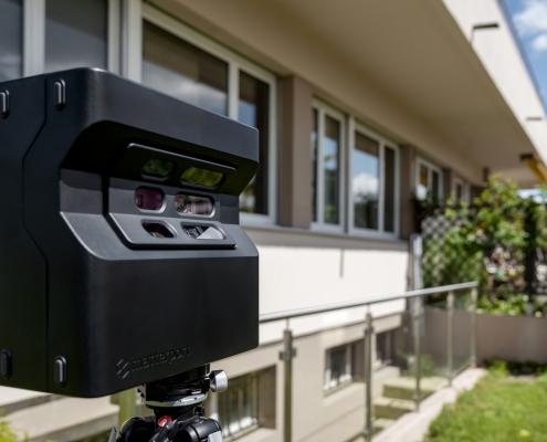 caméra Matterport devant un bâtiment